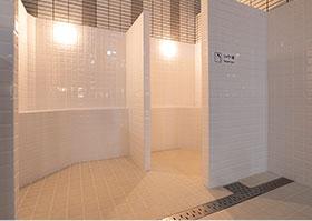ボディシャワー室